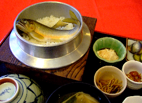 川魚料理の「松ばや」です。 tel 0494-66-0270。埼玉県内のみならず、関東地方(首都圏)でも観光地として有名な秩父・長瀞に川魚料理の「松ばや」はあります。川魚料理の松ばやは、鮎飯をはじめとする鮎料理、岩魚料理、山女料理、かじか料理等の川魚料理を扱っています。
